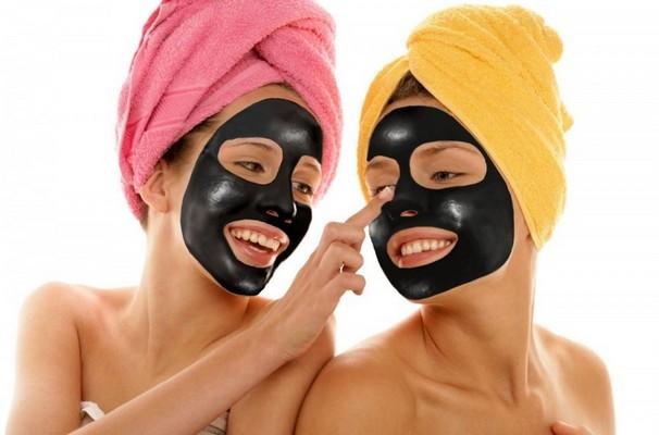2,99 € už 3,89 € vertės aktyviosios anglies odą valančią kaukę